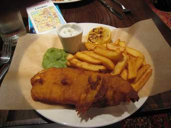 This image has an empty alt attribute; its file name is fish-and-chips.jpeg